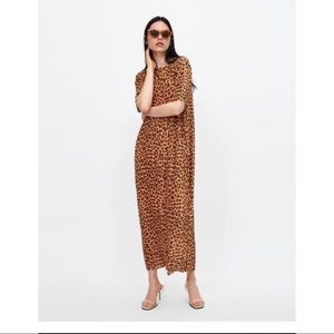 Pleated leopard print dress